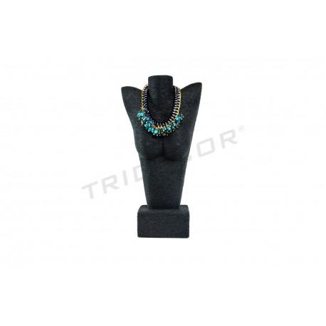 胸狭窄的珠宝,包在黑色的绳子