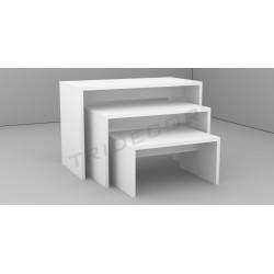 Table exhibiting white matte, tridecor
