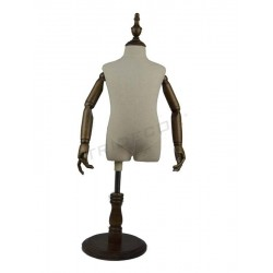 040373 Busto infantil brazos articulados 4 años. Tridecor