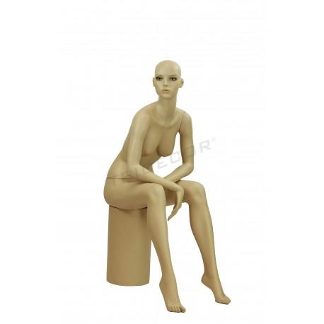 Maniqui assegut dona de color de carn, tridecor