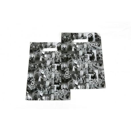 bea958779 Bolsa de plástico con fotos asa troquelada blanco y negro, tamaño 45x35cm