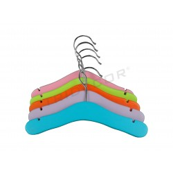 HANGER CHILD ASSORTED COLOURS. 5 PCS