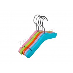 HANGER CHILD ASSORTED COLORS. 5 PCS